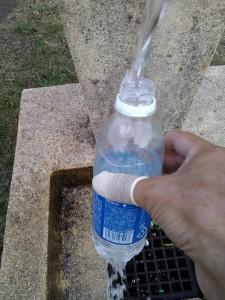 公園で給水